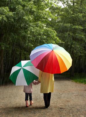 Walking in Rain-copyright Anyka/Fotolia.com