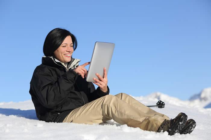 Hiker Reading in Snow-copyright Antonioguillem/Fotolia.com
