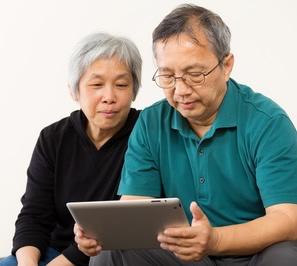 Seniors Using Tablet-copyrighted image/Fotolia.com